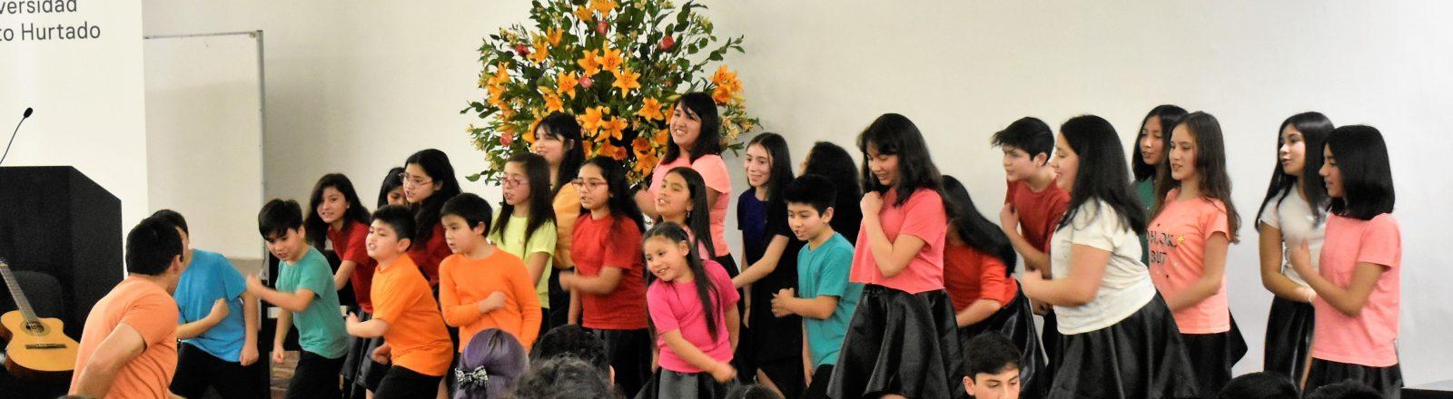 Jóvenes cantores participan de exitoso Encuentro Coral 2019 realizado en Universidad Alberto Hurtado (UAH)